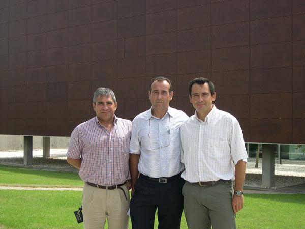 Bernabé Marí, Catedrático y responsable del Grupo de OptoelectrónIca; Josep Tornero, Catedrático y Director del IDF y Juan Antonio García, Titular de Universidad y responsable del Grupo de Procesos de Fabricación.