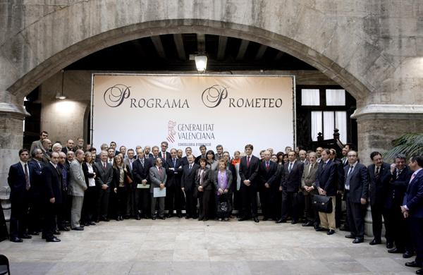 Francisco Camps con los premiados del Programa Prometeo